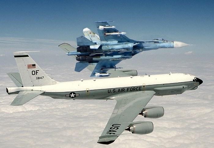 Phạm vi hoạt động của RC-135 là 5.500 km, và trần bay đạt 15.200 m.