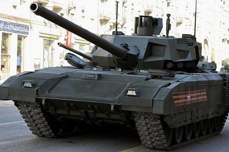 Kế hoạch ban đầu của Nga chính là sản xuất tới 2.300 chiếc T-14 Armata để bàn giao cho lục quân nước này trong giai đoạn từ khi đó cho tới năm 2025 để thay thế dòng T-72 và T-90.