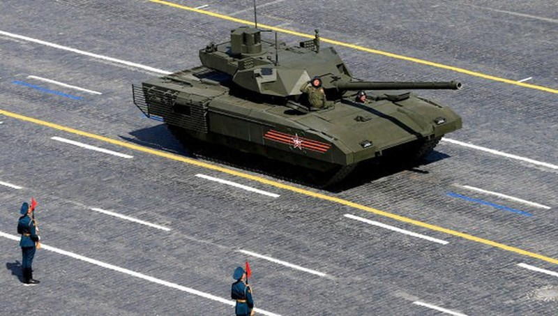 Dưới sức ép lớn từ truyền thông cũng như nhà sản xuất, tại triển lãm quân sự Army 2018, Bộ Quốc phòng Nga đã phải thông báo ký hợp đồng chế tạo 100 chiếc T-14 Armata và giao hàng trong năm 2020.