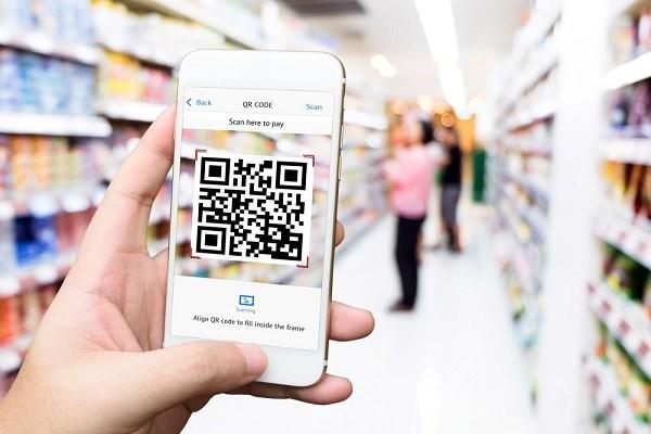 Chỉ đơn giản với một phần mềm QR scanner cài đặt trên điện thoại thông minh, khách hàng có thể tiếp cận thông tin được mã hoá qua QR Code