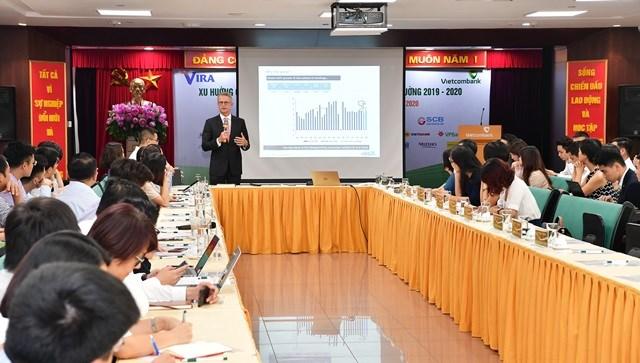 Phần trình bày của ôngRichard Yetsenga – Kinh tế trưởng, Trưởng nhóm nghiên cứu toàn cầu ngân hàng ANZ Việt Nam