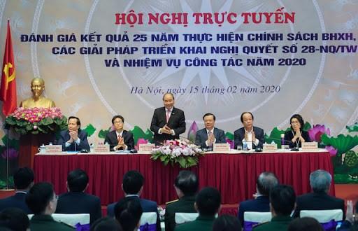Thủ tướng Nguyễn Xuân Phúc và đại biểu Chính phủ và các bộ, ngành tại Hội nghị.