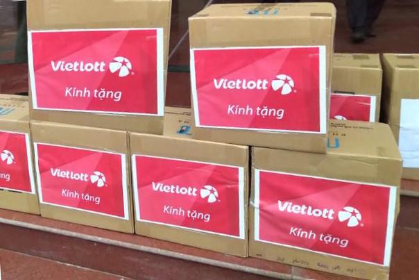 Vật tư y tế phòng dịch Covid-19 cho học sinh được Vietlott tặng tỉnh Vĩnh Phúc.