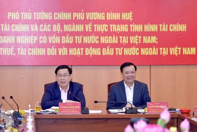 Phó Thủ tướng Vương Đình Huệ và Bộ trưởng Đinh Tiến Dũng tại buổi làm việc.
