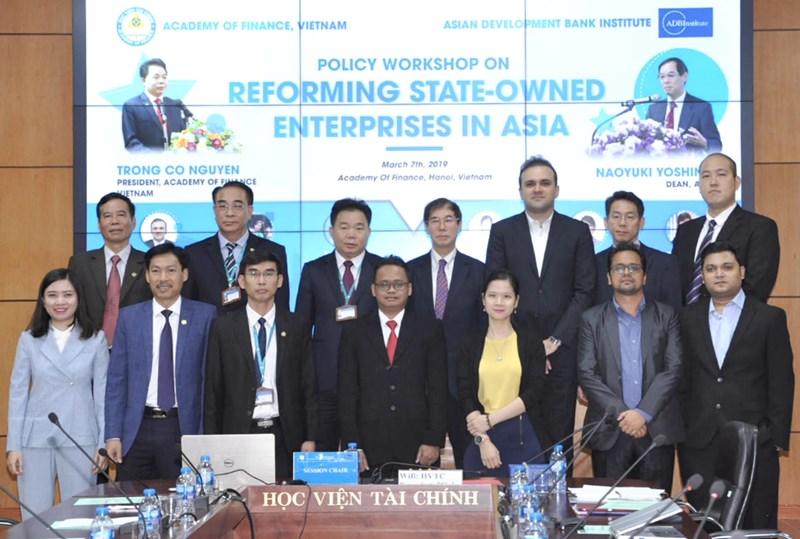 Các đại biểu trong nước và quốc tế tham dự hội thảo.
