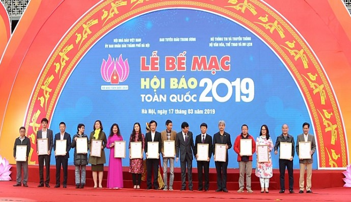 Liên chi hội ngành báo Tài chính nhận Giải B Gian trưng bày ấn tượng.