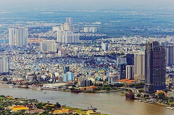 Lần đâu tiên, bạn sẽ có thể ngắm nhìn những địa danh nổi tiếng của Sài Gòn như: Sông Sài Gòn, Bến Nhà Rồng... từ một góc nhìn hoàn toàn khác biệt.