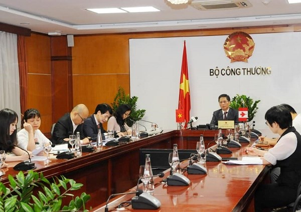 Cuộc họp trực tuyến giữa Bộ trưởng Bộ Công Thương Trần Tuấn Anh và Bộ trưởng phụ trách Thương mại quốc tế, Xúc tiến xuất khẩu và Doanh nghiệp nhỏ.