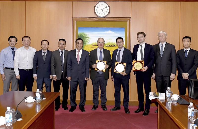 Thứ trưởng Trần Xuân Hà và các Giám đốc điều hành Ngân hàng phát triển Châu Á (ADB).