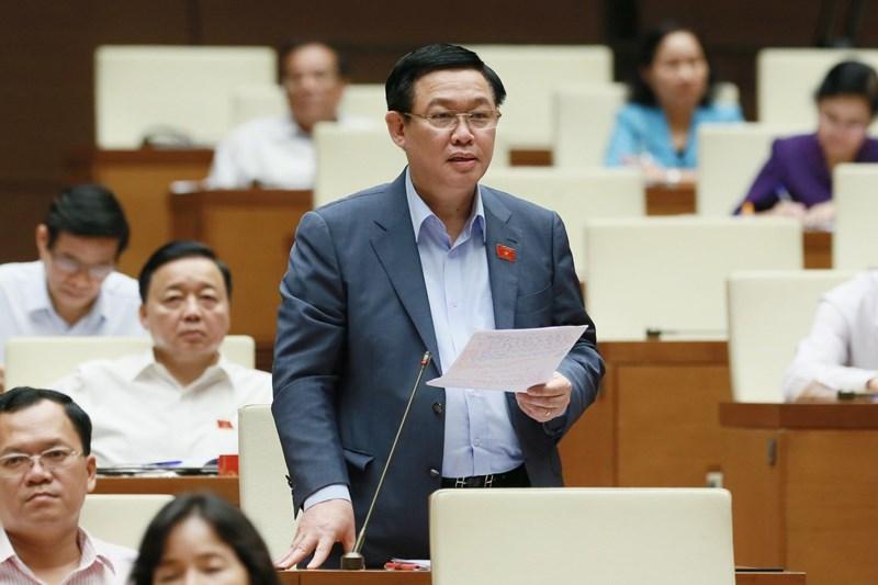 Phó Thủ tướng Vương Đình Huệ phát biểu trước Quốc hội.