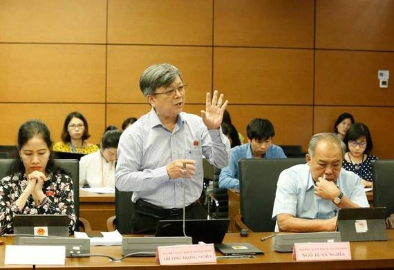 ĐB Trương Trọng Nghĩa (TPHCM) phát biểu tại phiên họp tổ ĐBQH sáng 11/6.