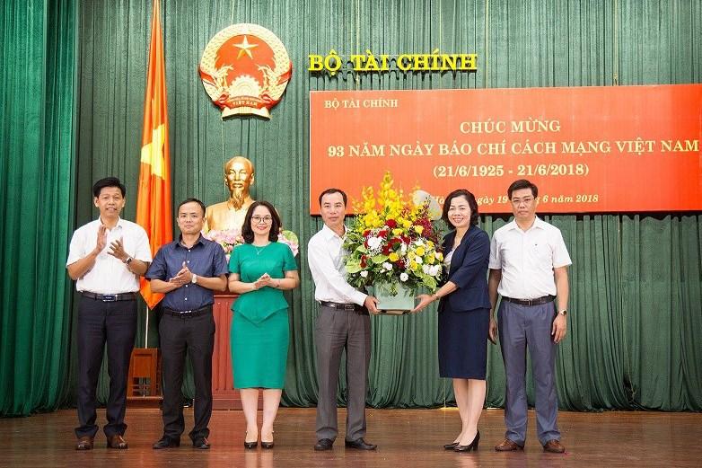Thứ trưởng Vũ Thị Mai - Người luôn đồng hành trong sự phát triển của các cơ quan báo chí, tuyên truyền, xuất bản ngành Tài chính.