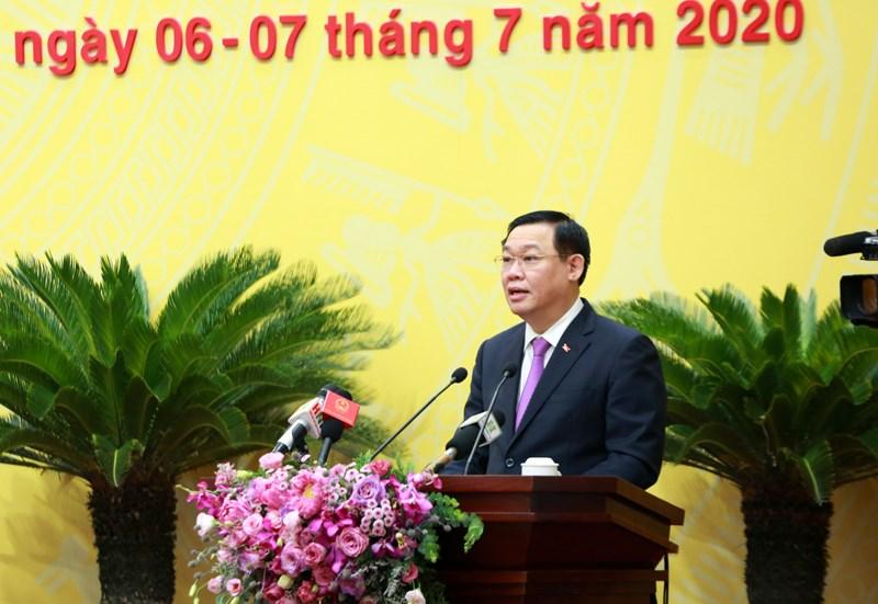 Bí thư Thành ủy Hà Nội Vương Đình Huệ phát biểu tại kỳ họp.