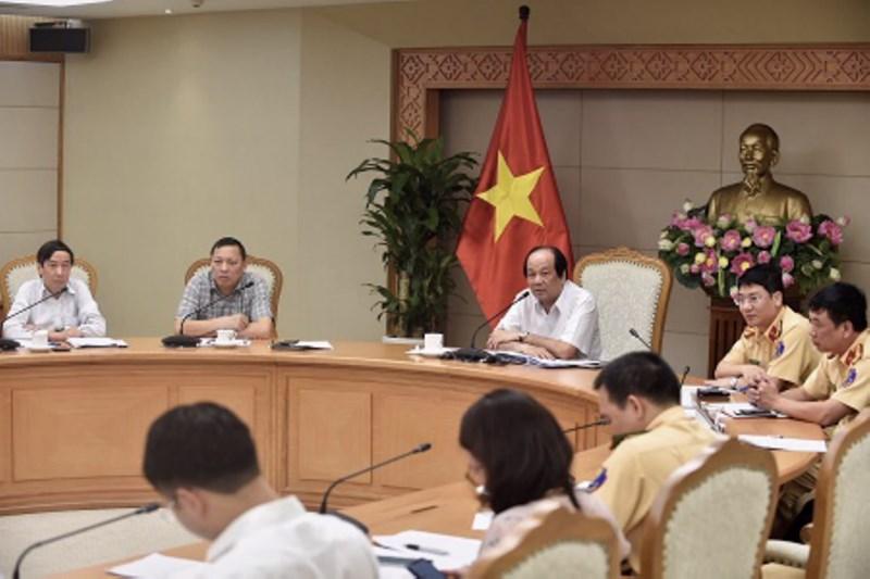Bộ trưởng, Chủ nhiệm Văn phòng Chính phủ Mai Tiến Dũng chủ trì cuộc họp.