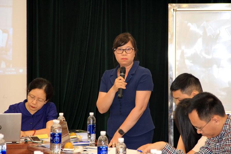 Bà Lê Thị Tuyết Nhung - Phó Cục trưởng Cục Quản lý, giám sát Kế toán, Kiểm toán - Bộ Tài chính  phát biểu tại phiên họp thảo luận, soạn thảo CMKiT (trực tuyến) năm 2020 lần thứ nhất.