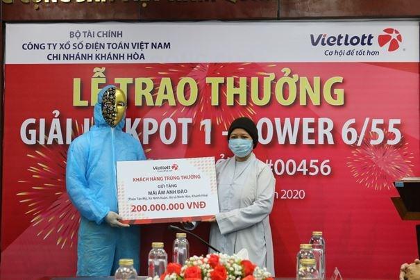 Tỷ phú Vietlott nộp ngân sách Khánh Hòa, từ thiện, hỗ trợ chống dịch covid-19 hơn 12 tỷ đồng - Ảnh 2