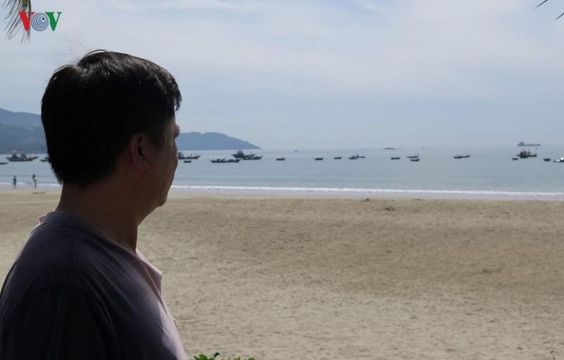 Ngư dân Trần Văn Mười chủ tàu vỏ thép, mất ăn, mất ngủ vì khoản nợ ngân hàng.