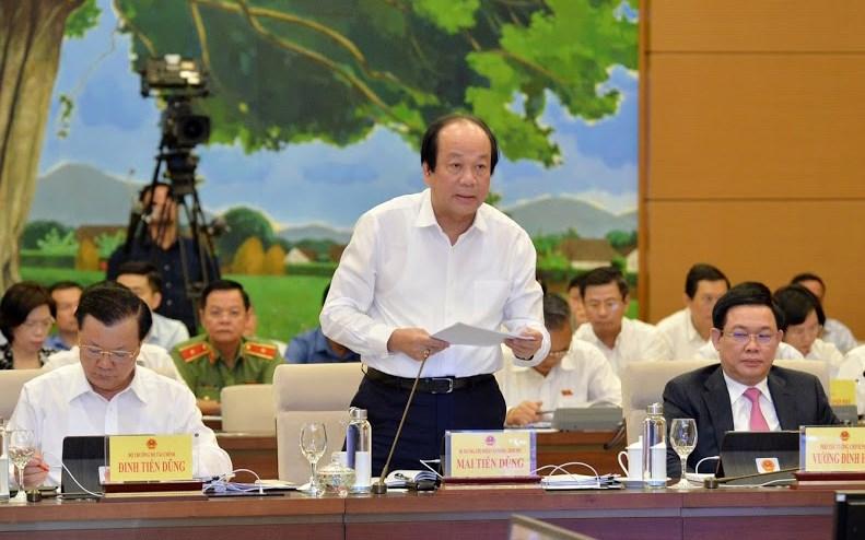 Bộ trưởng, Chủ nhiệm VPCP Mai Tiến Dũng trình bày báo cáo tại phiên chất vấn, sáng 15/8.
