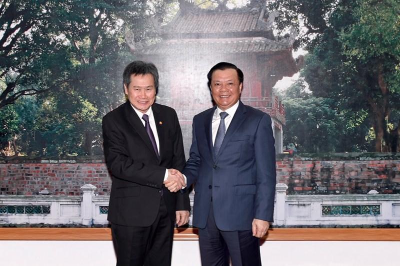 Bộ trưởng Đinh Tiến Dũng chào mừng Tổng Thư ký ASEAN Lim Jock Hoi  sang thăm và làm việc với Bộ Tài chính Việt Nam.