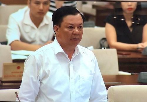 Bộ trưởng Bộ Tài chính Đinh Tiến Dũng phát biểu tại phiên họp.