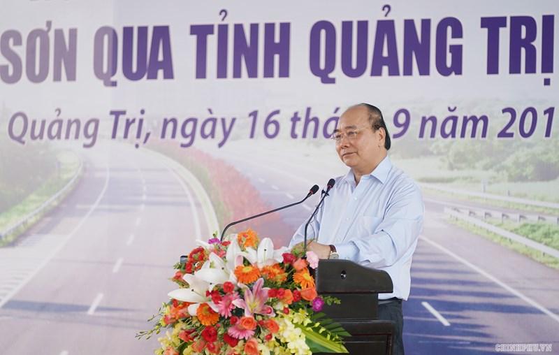 Thủ tướng Nguyễn Xuân Phúc phát lệnh khởi công xây dựng dự án tuyến cao tốc Cam Lộ-La Sơn.