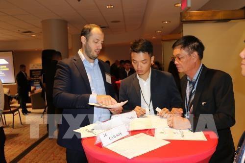 Các doanh nghiệp Canada trao đổi, tìm hiểu và tìm kiếm cơ hội hợp tác với các doanh nghiệp ngành công nghiệp phụ trợ của Việt Nam tại hội thảo.