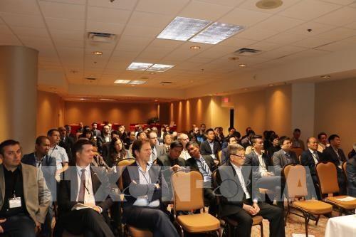 Các đại biểu dự hội thảo tìm kiếm cơ hội hợp tác kinh doanh giữa Việt Nam với tỉnh Quebec, với trọng tâm là tăng cường hợp tác trong lĩnh vực công nghiệp hỗ trợ.