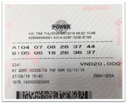 Vé trúng thưởng Jackpot 1 sản phẩm Power 6/55 kỳ QSMT số 339 của ông L. khi lên làm thủ tục lĩnh thưởng.