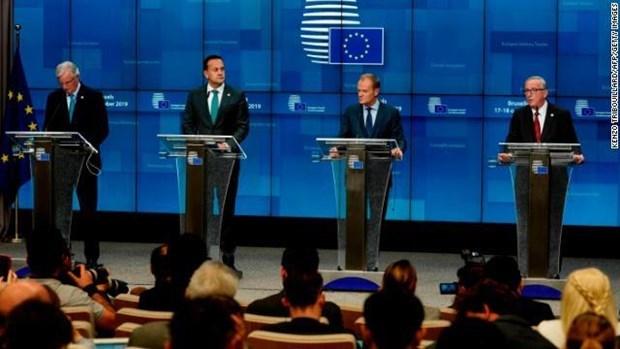 Hội nghị thượng đỉnh EU thông qua thỏa thuận Brexit.