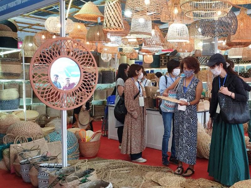 Hội chợ quốc tế Quà tặng hàng thủ công mỹ nghệ Hà Nội 2020 do Sở Công Thương Hà Nội tổ chức đã tạo điều kiện cho người tiêu dùng mua sắm các sản phẩm chất lượng.