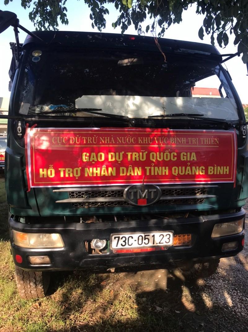 Đoàn xe chở gạo hỗ trợ Nhân dân vùng lũ tiếp tục sẵn sang lên đường hỗ trợ kịp thời bà con vượt qua khó khăn trong mùa lũ dữ.