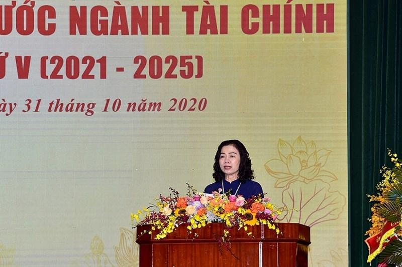 Thứ trưởng Bộ Tài chính Vũ Thị Mai đã đọc Quyết tâm thư của Đại hội thi đua yêu nước ngành Tài chính lần thứ V.