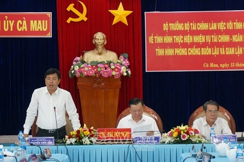 Phó chủ tịch UBND tỉnh Cà Mau Nguyễn Tiến Hải kiến nghị Bộ Tài chính xở gỡ nhiều vướng mắc của địa phương trong thực hiện các dự án đầu tư hạ tầng, ứng phó biến đổi khí hậu.