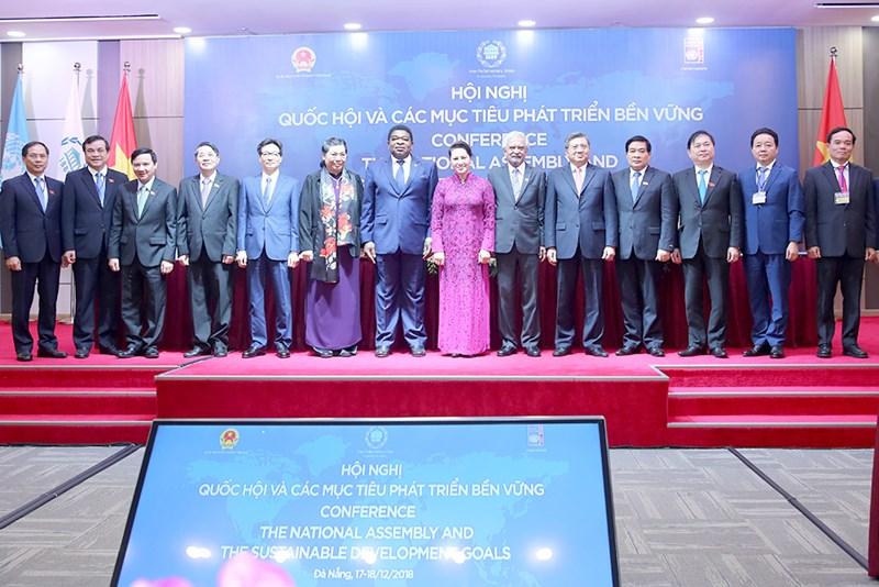 Chủ tịch Quốc hội Nguyễn Thị Kim Ngân, Phó Chủ tịch Thường trực Quốc hội Tòng Thị Phóng, Phó Thủ tướng Vũ Đức Đam và đại diện các tổ chức quốc tế, lãnh đạo một số bộ ngành Trung ương tham dự hội nghị.