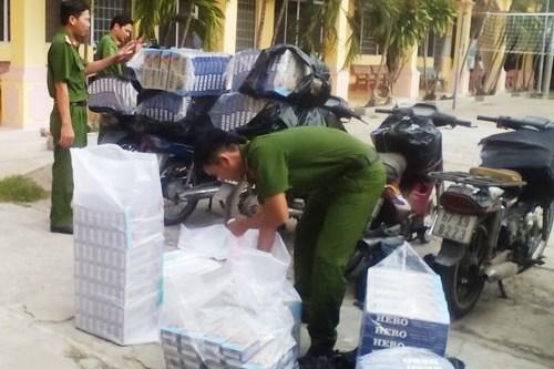 Xe chở thuốc lá lậu bị Công an tỉnh An Giang bắt ngày 17/12. Ảnh: Thanh Vân