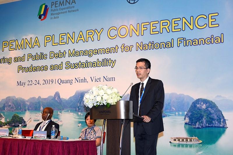 Ông Võ Thành Hưng, Vụ trưởng Vụ Ngân sách nhà nước (Bộ Tài chính) phát biểu tại Hội nghị.
