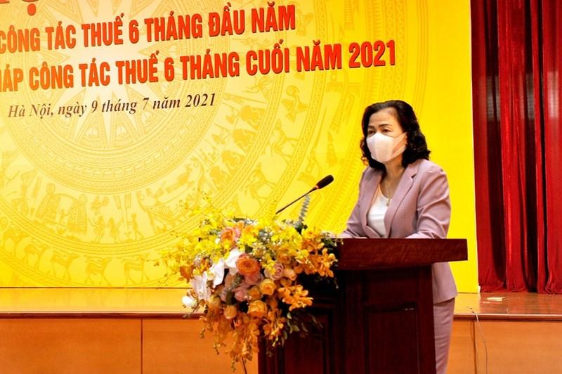 Thứ trưởng Vũ Thị Maighi nhận và biểu dương thành tích mà ngành Thuế đạt được trong 6 tháng đầu năm 2021.