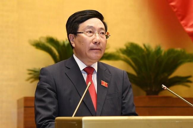 Phó Thủ tướng Chính phủ nhiệm kỳ 2016-2021 Phạm Bình Minh trình bàyBáo cáo tại nghị trường