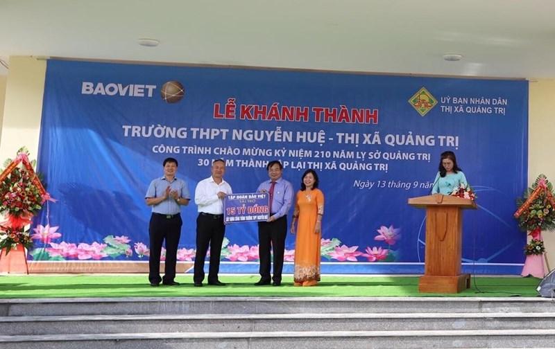 Tập đoàn Bảo Việt đã dành kinh phí 15 tỷ đồng xây dựng công trình Trường THPT Nguyễn Huệ, thị xã Quảng Trị.