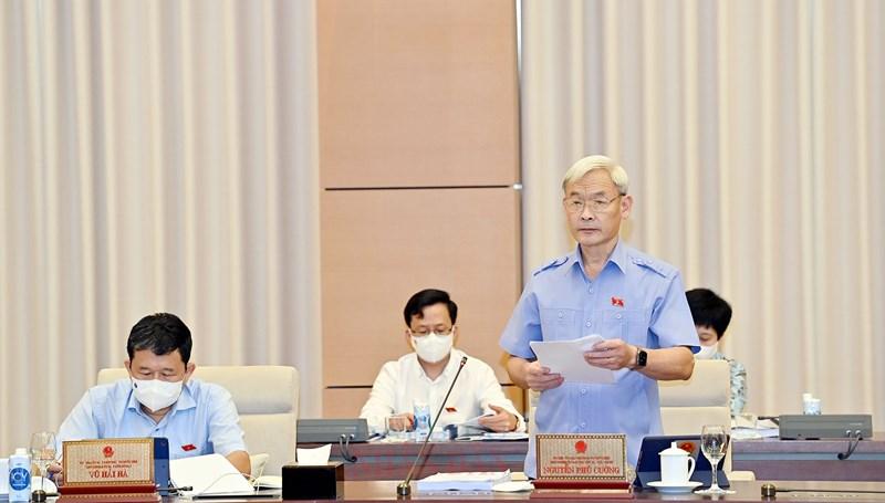 Chủ nhiệm Ủy ban Tài chính - Ngân sách của Quốc hội Nguyễn Phú Cường trình bày báo cáo thẩm tra.Nguồn: quochoi.vn