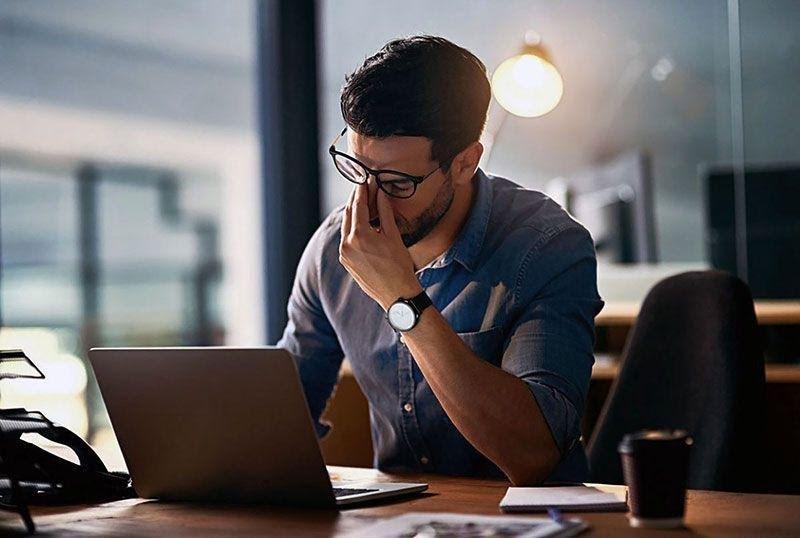 5 cách giảm mỏi mắt khi đối diện ánh sáng xanh máy tính liên tục
