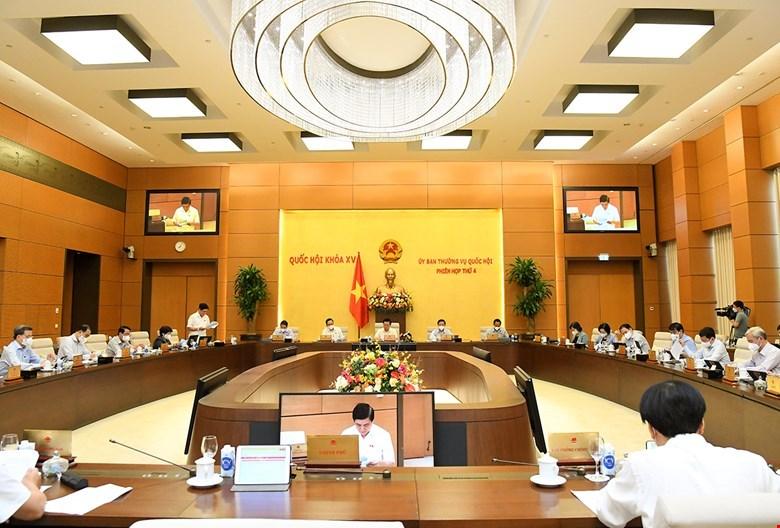 Toàn cảnh Phiên họp sáng 13/10 của Ủy ban Thường vụ Quốc hội.