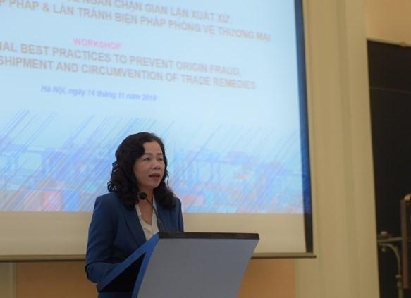 Thứ trưởng Bộ Tài chính Vũ Thị Maiphát biểu tại Hội thảo.