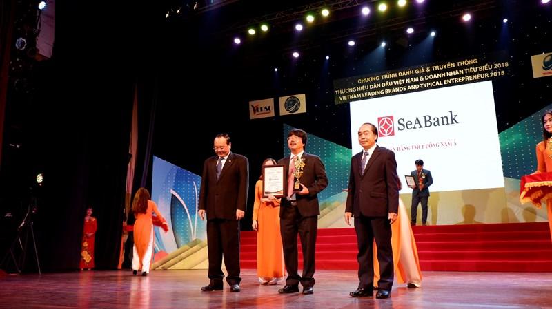 """SeABank cũng vinh dự nhận giải thưởng """"TOP 10 – Thương hiệu dẫn đầu Việt Nam – VietNam Leading Brands 2018"""""""