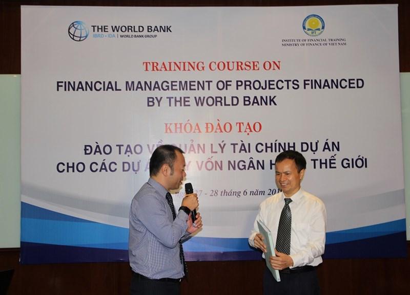 WB đã chuyển giao tài liệu của Khóa đào tạo cho Trường Bồi dưỡng cán bộ tài chính.