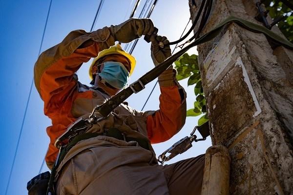 EVNNPC yêu cầu các công ty điện lực chủ động làm việc và phối hợp với Ban chỉ đạo, các hội đồng thi trung học phổ thông tại địa phương để nắm danh sách, địa điểm và nhu cầu cấp điện, lập phương án và tổ chức đảm bảo điện phục vụ tốt kỳ thi.