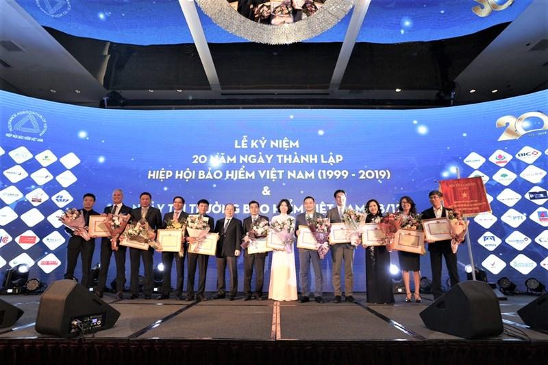 """MB Ageas Life được vinh danh là """"Đơn vị đã có nhiều thành tích đóng góp vào quá trình xây dựng và phát triển thị trường bảo hiểm Việt Nam""""."""