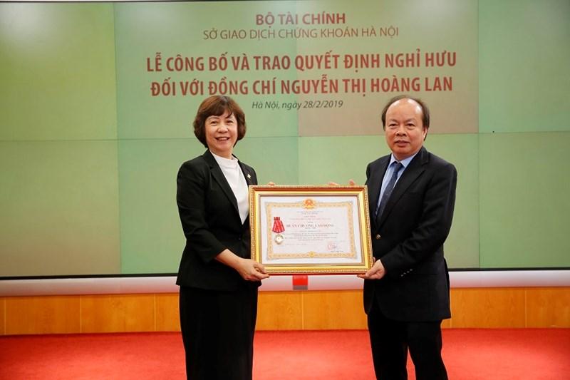 Bà Nguyễn Thị Hoàng Lan đã được tặng thưởng nhiều Bằng khen, Giấy khen của các cấp chính quyền, Đảng, đoàn thể và Huân chương lao động hạng ba của Chủ tịch nước.