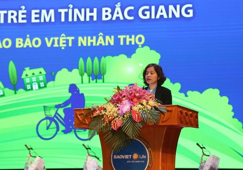 Bà Thân Hiền Anh - Chủ tịch HĐTV Tổng Công ty Bảo Việt Nhân thọ chia sẻ về Quỹ xe đạp chở ước mơ.