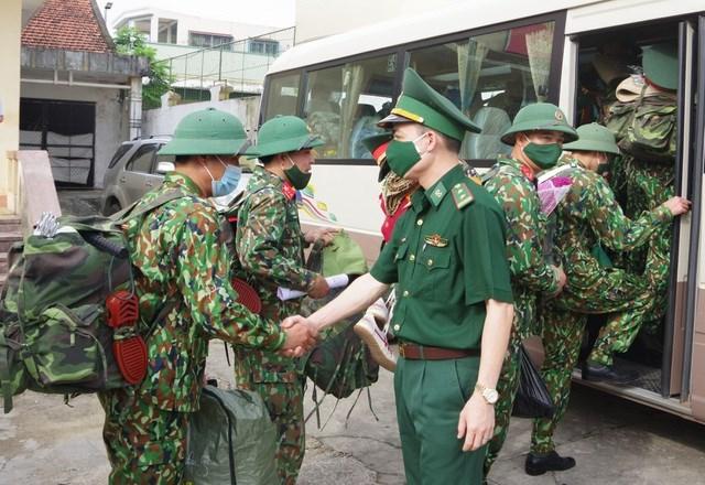 BĐBP tỉnh Nghệ An tăng cường lực lượng để thực hiện nhiệm vụ phòng chống dịch trên tuyến biên giới. Ảnh: dantri.com.vn